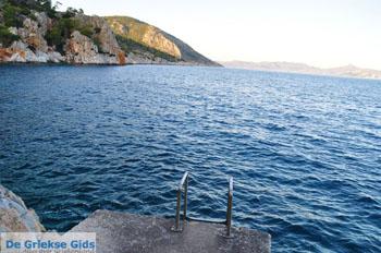 Rotsachtige kust bij Limenaria   Agkistri Griekenland   Foto 1 - Foto van De Griekse Gids