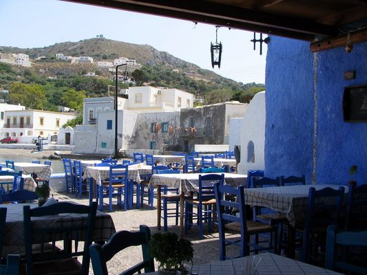 the inside of a kafenion on the squire of Skala Patmos - Foto van kouzolos