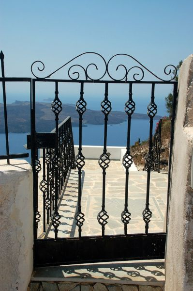 Doorkijkhekje in Santorini - Foto van kdm